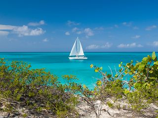Providenciales - Provo condo photo - Sailing on a sunny afternoon