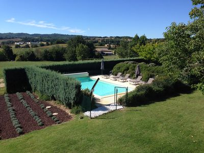 Luberon, nice quiet family home with pool.