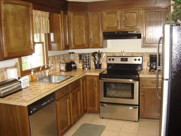 Fully - equipped kitchen w/dishwasher