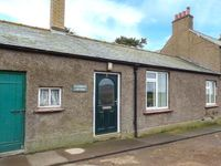 CUTHBERTS COTTAGE, pet friendly, with a garden in Belford, Ref 10382