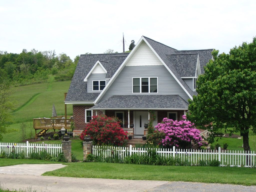Walnut cove retreat beautiful country home vrbo for Beautiful country homes