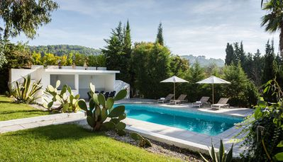 6 bedroom villa less than 30 min away from Cannes center for 12 people