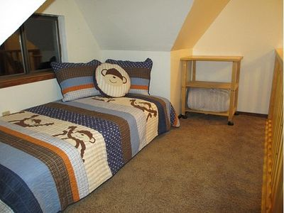 Futon bed in loft area (sleeps 1)