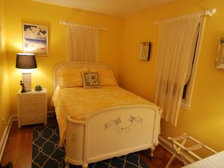 Rehoboth Beach house photo - Full/Queen sleigh bed with shared bath, 1st floor