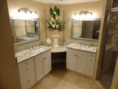 Master Bathroom W/Jetted Tub & Walk In Rainshower