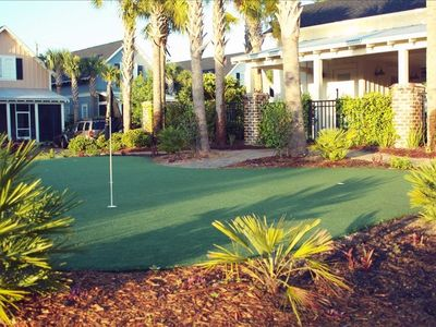 Putting Green - just behind the pool