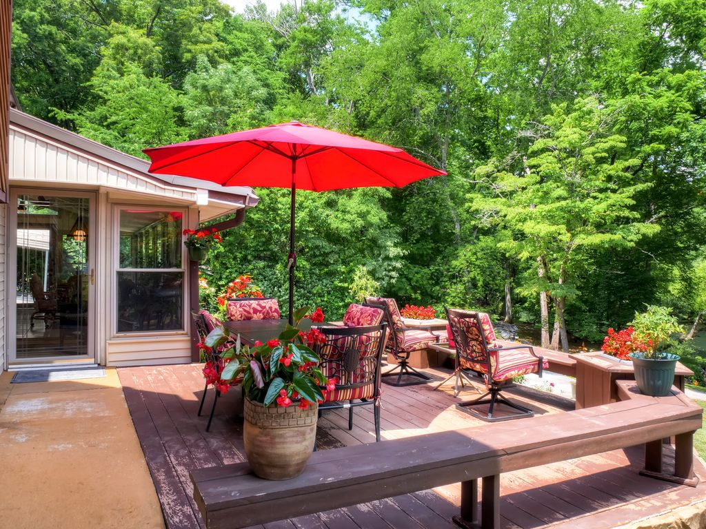 Totally Renovated 2BR Ocoee Apartment w/Wifi, Multiple Decks & Serene River Views - Amazing Riverfront Location, Water Tubes & Kayaks Provided!