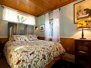 Santa Cruz cottage photo - Queen size bed, iPod dock, large closet ,iron and board plus luxurious robes