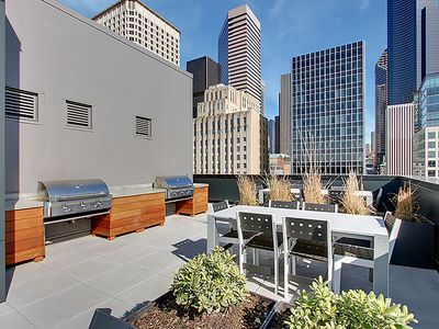 Pike's Place. 98 Walkscore 2BD 2 - Two Bedroom Apartment, Sleeps 5