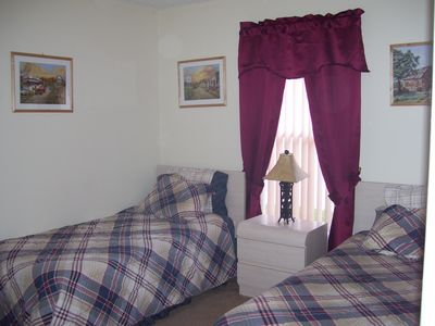 Bedroom 4 - twin beds