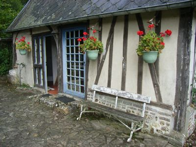 Saint Georges du Vievre cottage rental - We ask you to water the geraniums
