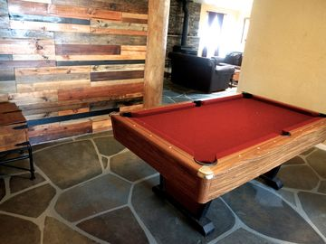 Joshua Tree lodge rental - Challenge your friends or family to a game of pool