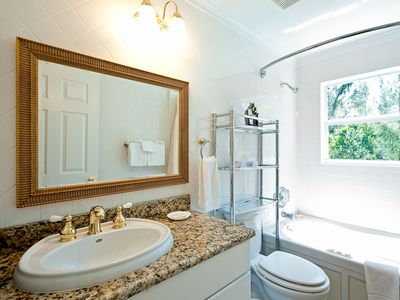 Sanibel Island house rental - Upper Level full bath