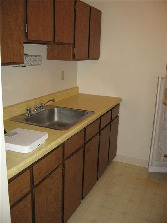 full kitchen with all utensils, refrigerator, microwave, stove, oven