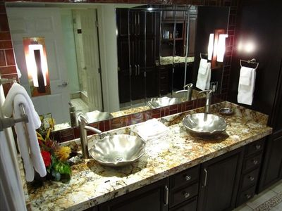 Master Suite Vanity & Floor to Ceiling Mirrored Dressing Area