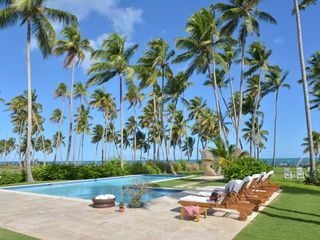 Las Terrenas villa photo - Pool, coconut trees and beach from dining area.
