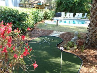 Poolside Professional Synthetic 3 Hole Putting Green