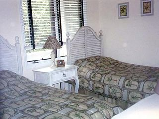 Seabrook Island villa photo - Second bedroom has two twin beds