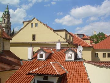 MALTEZSKE 6: view on rooftops from the living room