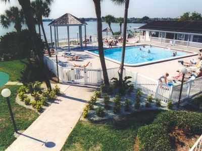 BermudaBay beachfront pool, Jacuzzi, rec hall--racquetball + tennis by back pool