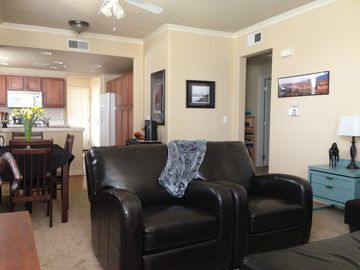 Sacramento condo rental - Wi-Fi, internet, free Netflix. Movies and music on hand. PS3 gaming console.