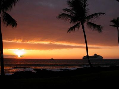 Gorgeous sunsets & cruise ships as viewed from your lanai