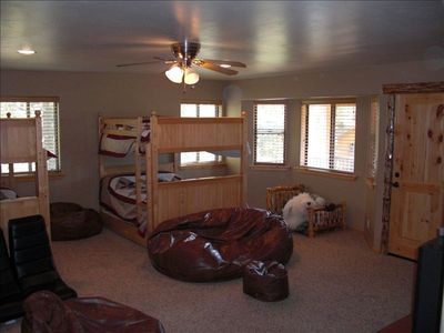 Great room (4th bedroom) - 2 double bunk beds with trundles and TV