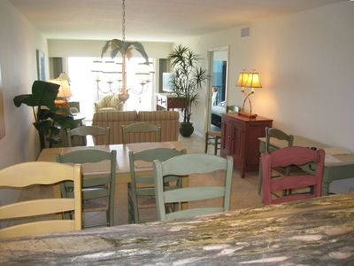 Sanibel Island condo rental - The open floor plan allows cooks in the kitchen to socialize and view the ocean!