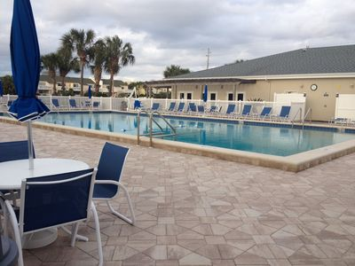 Shoreline Towers Destin condo rental - Pool area
