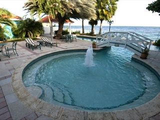 Curacao estate photo - Pool fountain