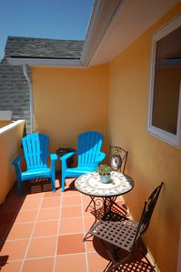 Santa Barbara condo rental - Private terrace with bistro set, beach chairs and gas grill
