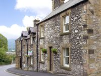 KNOLL COTTAGE, pet friendly, with a garden in Bakewell, Ref 2640