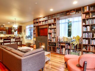 Seattle townhome photo - Enjoy every meal with friends on this amazing rooftop deck!