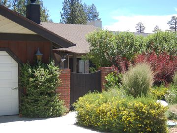Eagle Point cabin rental - Easy access at street level with ample parking and private courtyard.