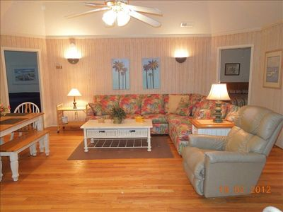 "Living Room with 37""flat screen TV& DVD player-Wireless Internet"