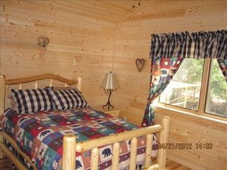 Munising cottage photo - Guest bedroom with Double size bed and flat screen TV.