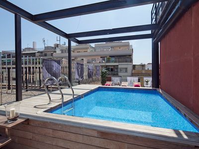 Rooftop Swimming Pool Apartment in Barcelona for 8 in the centre - Free Wi-Fi!
