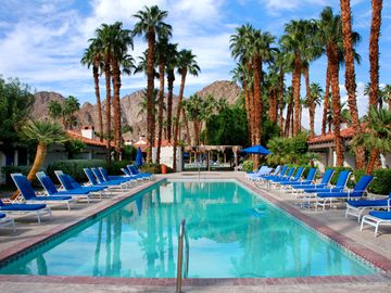 Luxurious Resort Tennis, Swim, & Workout/Golf Privileges Available !