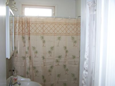 Brigantine cottage rental - Bathroom with tub / shower combo