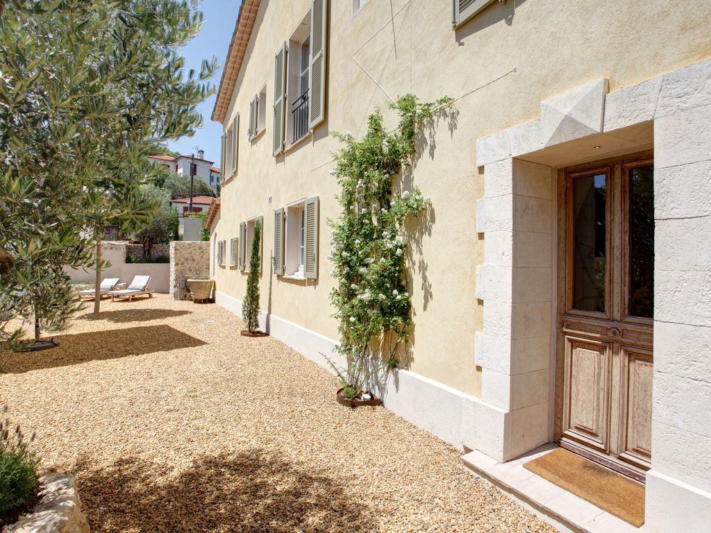 La maison provencale: historic vacation home a short stroll to ...