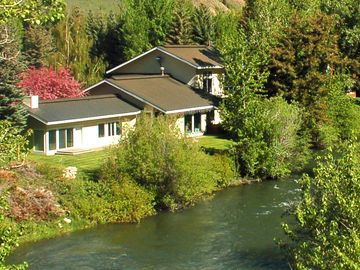 Home next to Famous Big Wood River with Mastersuite in own Wing