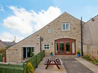 SWALLOW COTTAGE, character holiday cottage in High Bentham, Ref 8776