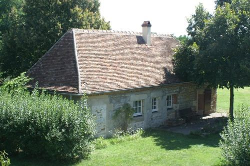 Beautiful cottage from 1640 with swimming pool along the Loire