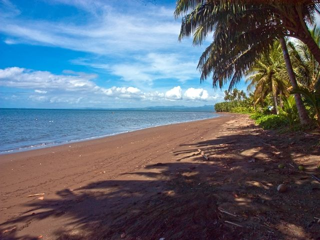 Absolute Beachfront Holiday Cottage with Private Saltwater Pool on Savusavu Bay
