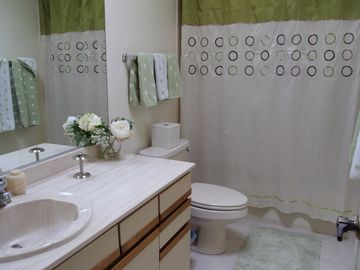 Private Queen Bathroom