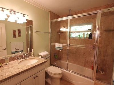 Key Largo house rental - 2nd bath with rain shower head