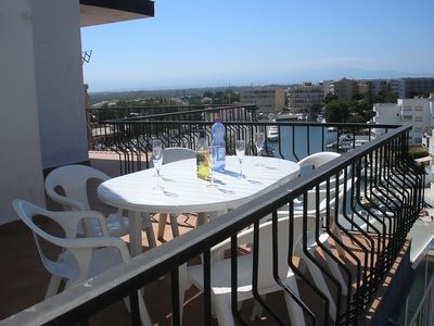 LARGE APPT 2/8 PERS 200 M BEACH / CENTER - QUIET - SUPERB MARINA VIEW - ROSAS BAY