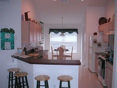 Full kitchen with breakfast nook