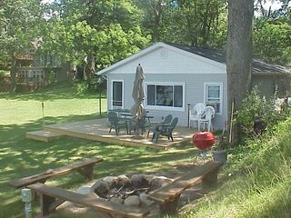Paw Paw cottage photo - Campfire and deck area