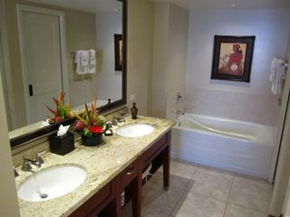 Lahaina condo photo - Master Bathroom